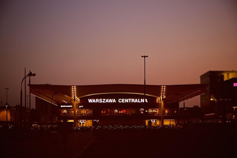denis-bosnic-warsaw-warsava-poland-polonia-polsko-varsava-moody-trip-bw-architecture-street-photography-photos020.jpg