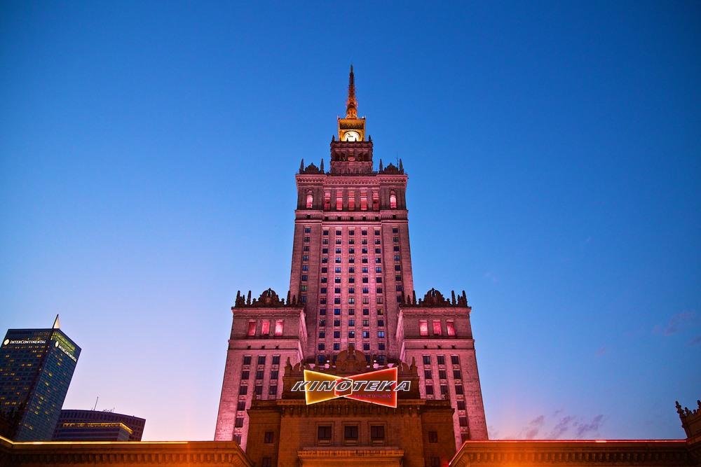 denis-bosnic-warsaw-warsava-poland-polonia-polsko-varsava-moody-trip-bw-architecture-street-photography-photos021.jpg
