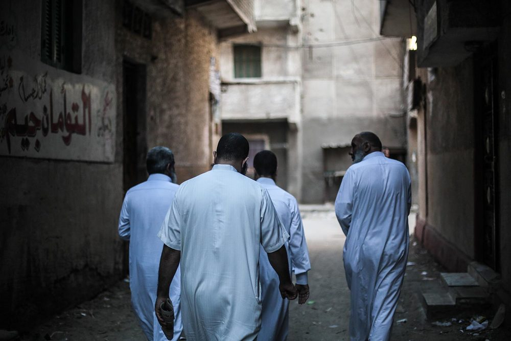 Salafists in an alley (photo by: Mosa'ab Elshamy | www.mosaabelshamy.com)