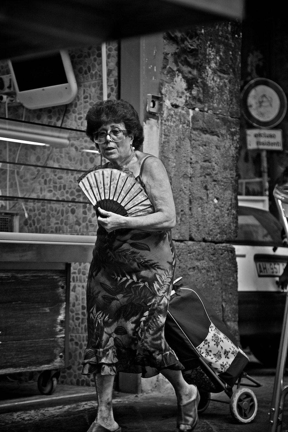 faces-of-napoli-denis-bosnic-photography-naples-bw-spaccanapoli-summer-20.jpg