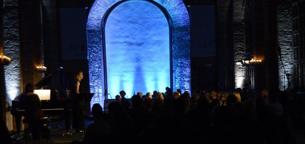 Concert premiere of Scott Ordway's  Girl in the Snow . Julia Dawson / Anna Naretto; Orangerie im Günthersburgpark; Frankfurt, November 2018.