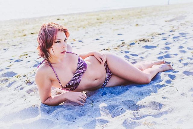 Summer almost here ! #summervibes #fridaymood #fridayvibes #summertime #summerbody #swimsuit #femalemodel #picoftheday #portraitoftheday #portraits #photography #swimwear #fashion #fashiondaily #naturallight #canon #atthebeach #beachlife #inthesand #fashionnova #strikeapose #instapic #instafamous #instagood #pnwonderland #pnwphotographer