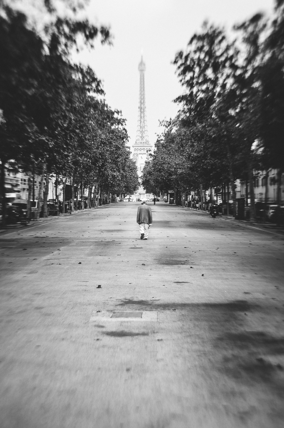 Towards the Eiffel Tower-lensbaby-2013.jpg