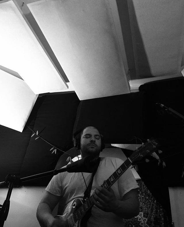 Amazing rock guitar sound!!! Damn!!