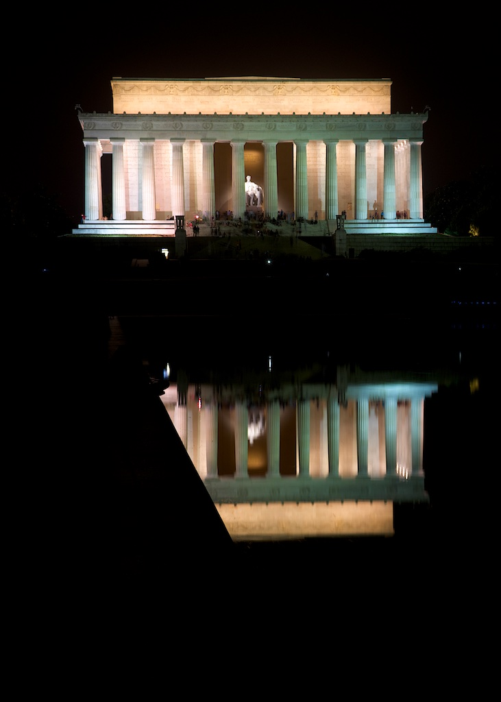 LincolnMemorial-at-night.jpg