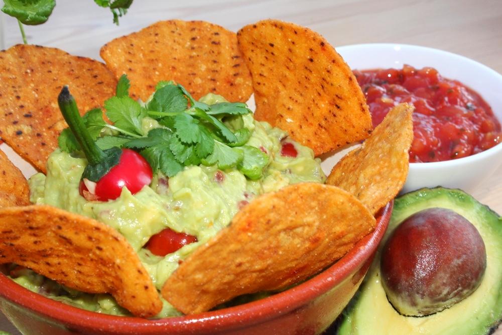 Chunky Guacamole with Manomasa Tortilla Chips