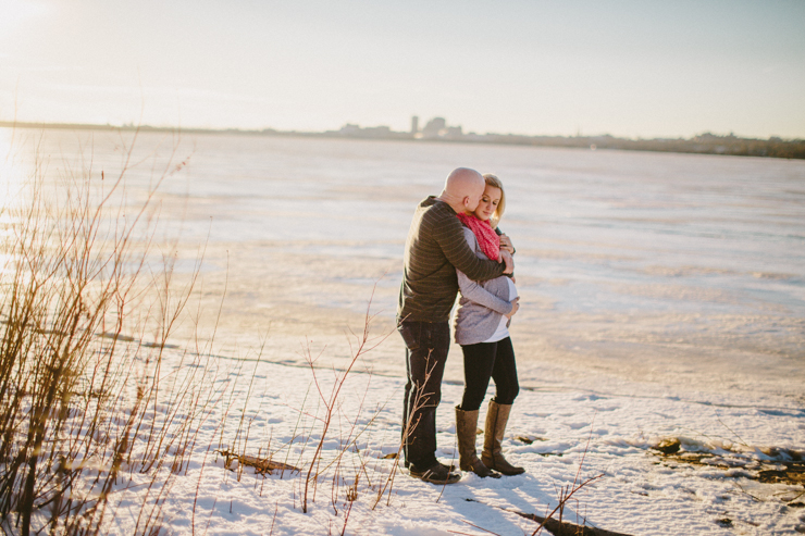 maternity photography in the snow