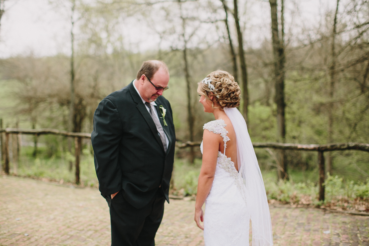 bride's first look with dad by meredith washburn photography