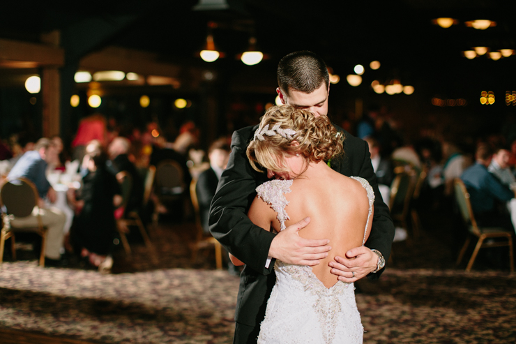 bride and groom by meredith washburn photography // wildlife prairie park Illinois