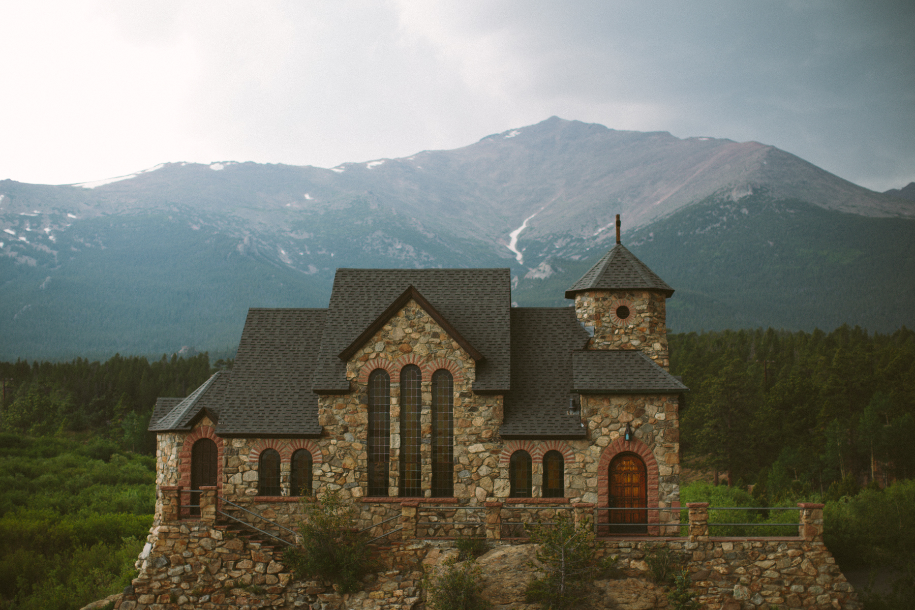 chapel on the rocks, colorado