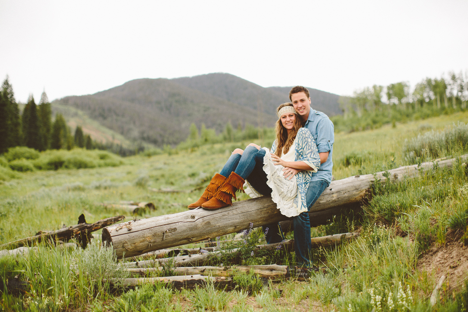 engagement photoshoot in the colorado mountains