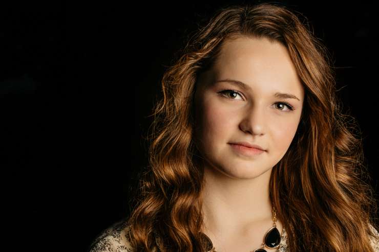 senior girl photography poses lit