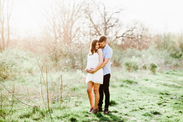 Soft and Summery Maternity Session by Meredith Washburn Photography
