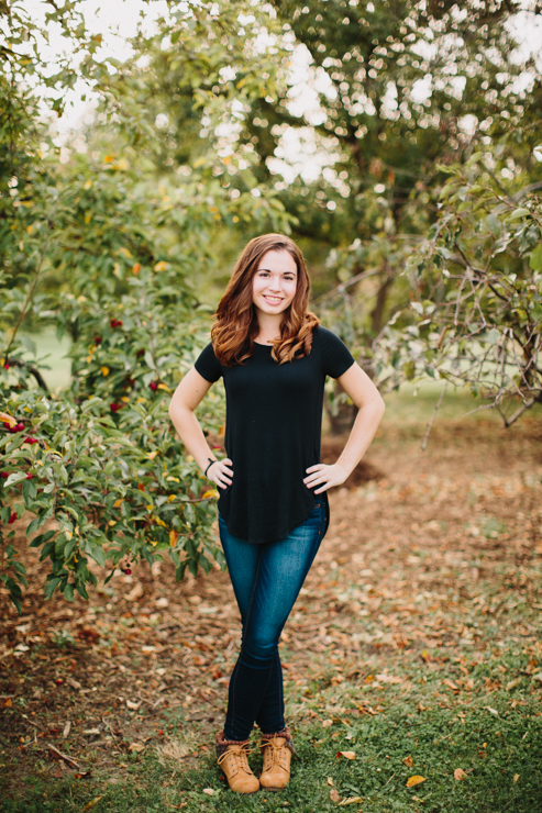 Senior Girl Photography Poses by Meredith Washburn Peoria, Illinois