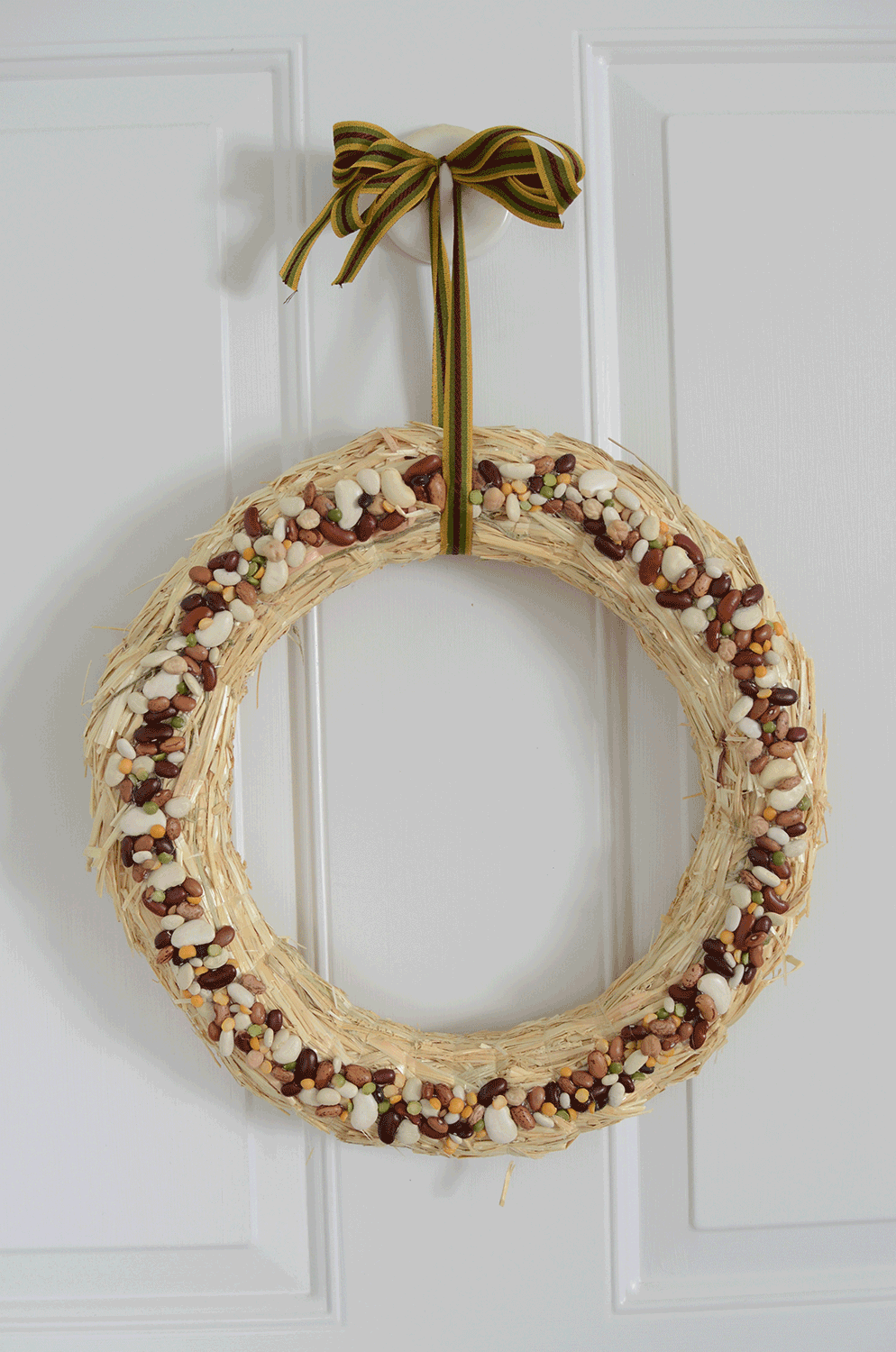 Autumn craft, wreath with dried beans — simplification:home