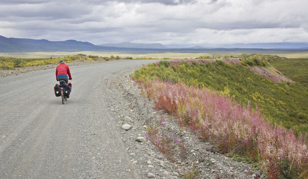 Bernhard Lehnertz rides east towards Clearwater Creek on the Denali Highway. (c) Josh Spice 2013