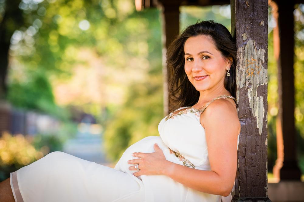 Inessa-Maternity-Portraits-14.jpg