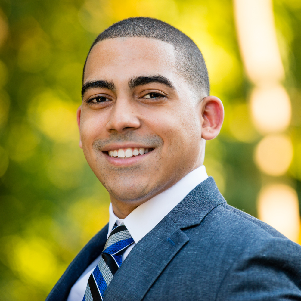 Carlos-Headshots-Oct-2015-LinkedIn-8.jpg