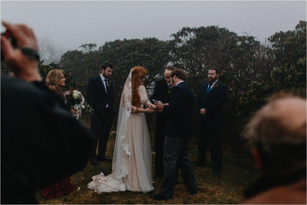 ashlyn-aaron-craggy-gardens-asheville-foggy-elopement_0060.jpg