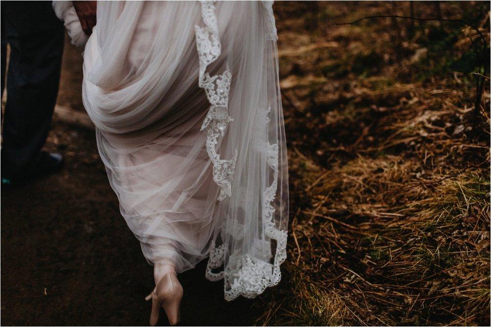 ashlyn-aaron-craggy-gardens-asheville-foggy-elopement_0068.jpg