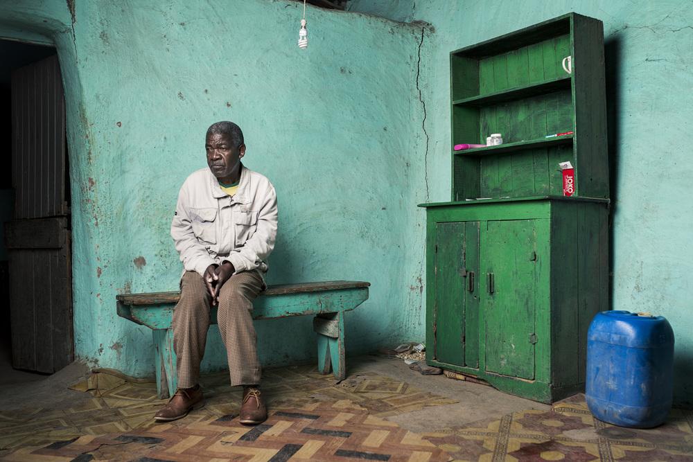 Monde Mxesibe at home.
