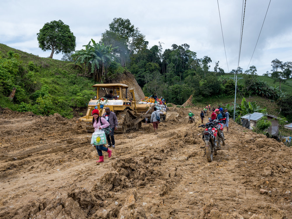 The road to the village © Thom Pierce / Guardian / Global Witness / UN Environment