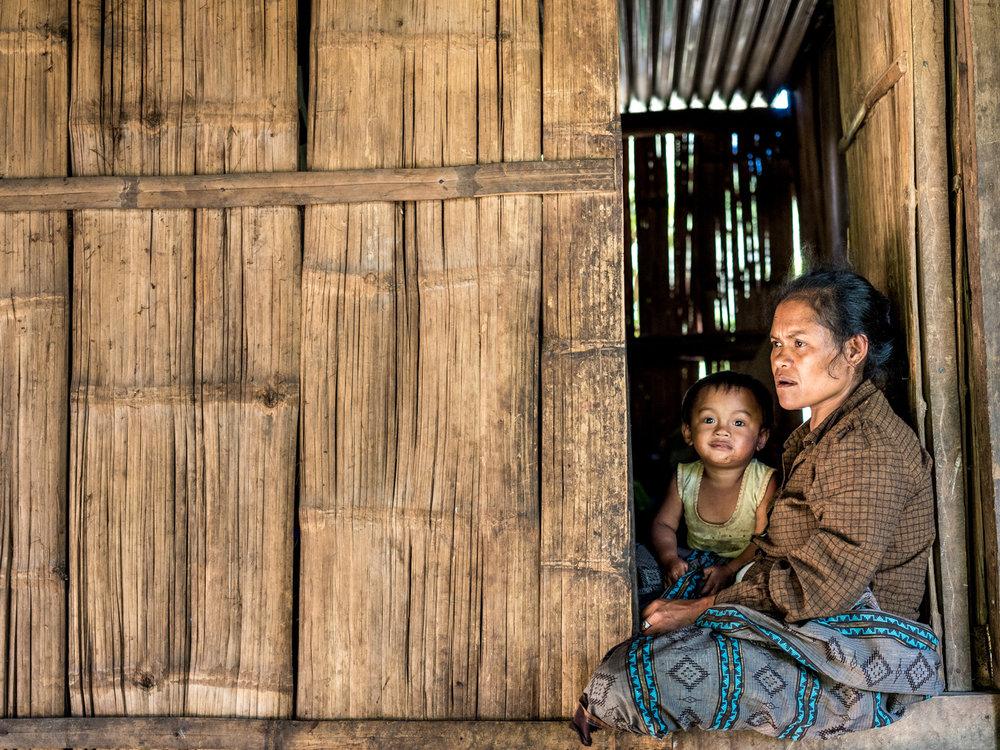 Villagers in Datal Bonglangon© Thom Pierce / Guardian / Global Witness / UN Environment