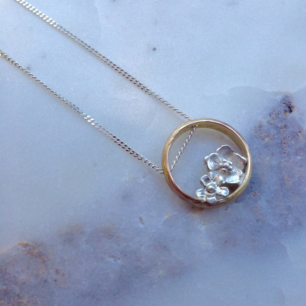 Van een bestaande ring van een dierbare naar een nieuwe halsketting