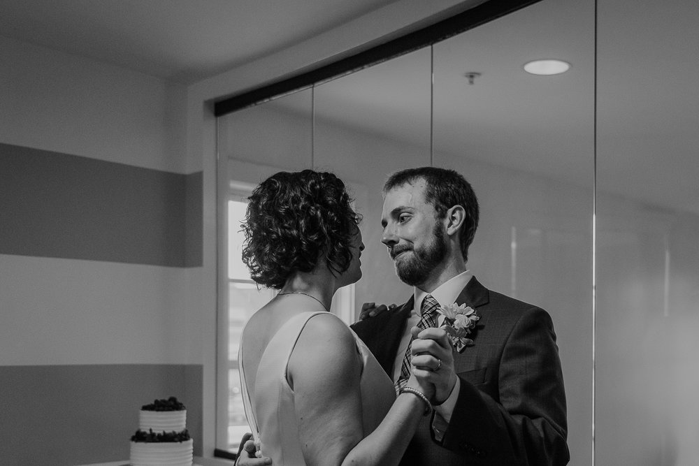 093-annapolis_courthouse_wedding.jpg