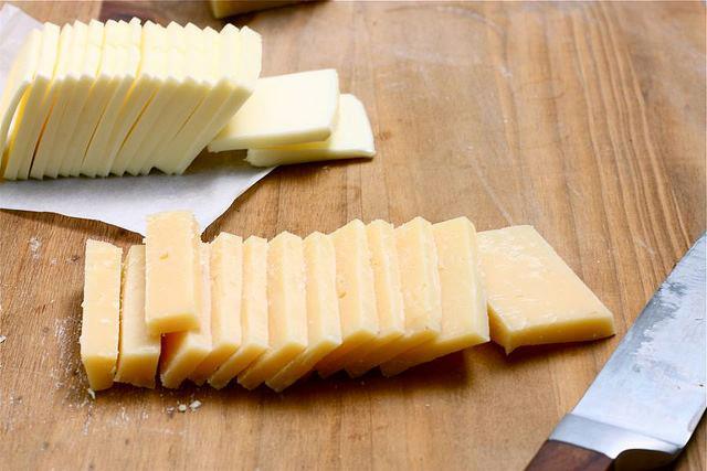 Cheesetato Zlatý Zemiak So Syrom Maslo a Syr