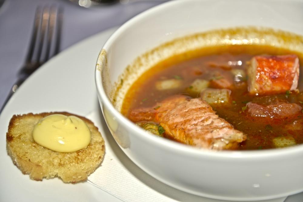 Lososová polievka s kráľovským krabom