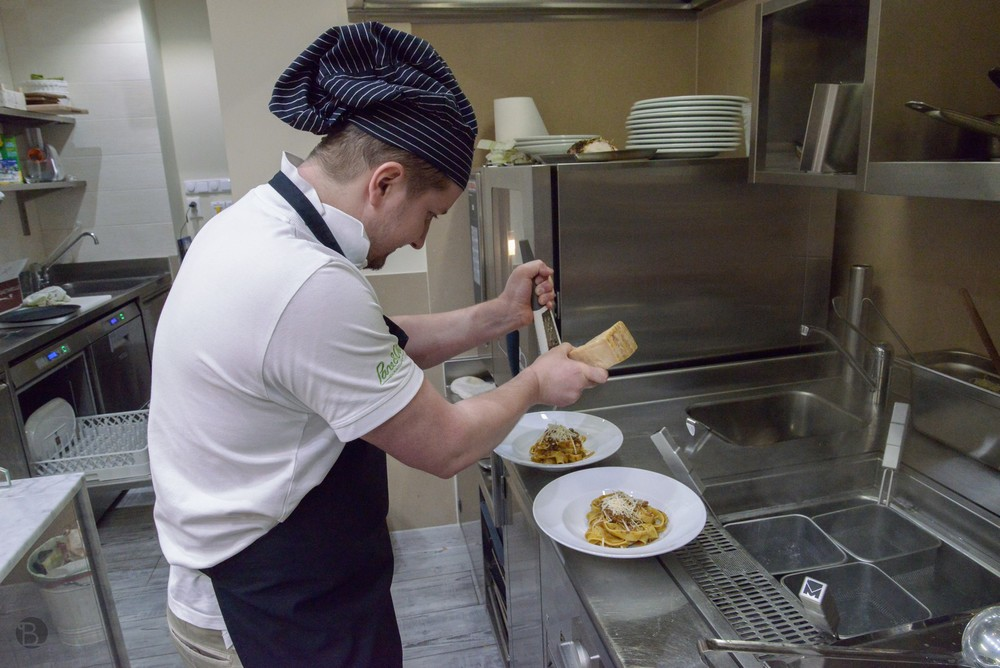 Šéfkuchár a spolumajiteľ v jednej osobe Marcoich už pripravuje :)