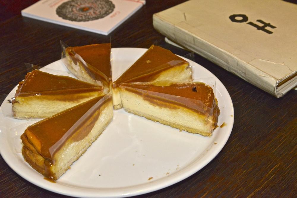 Karamelový cheesecake, Literárna čajovňa Avra Kehdabra