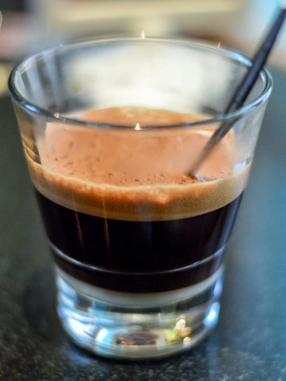 Vietnamská kávička je sladená kondenzovaným mliekom.