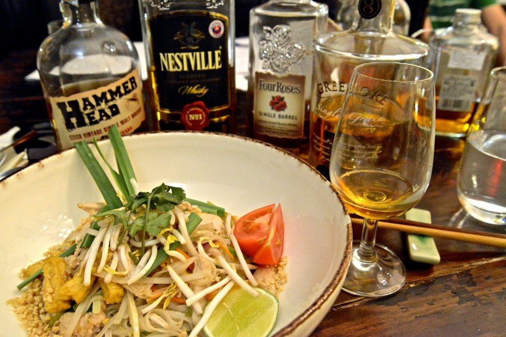 Určite nie tak, ako ich robí svetoznámy šéfkuchár s niekoľkoročnou praxou v Thajsku! A určite nie s whisky! (Photo je z Green Buddha)