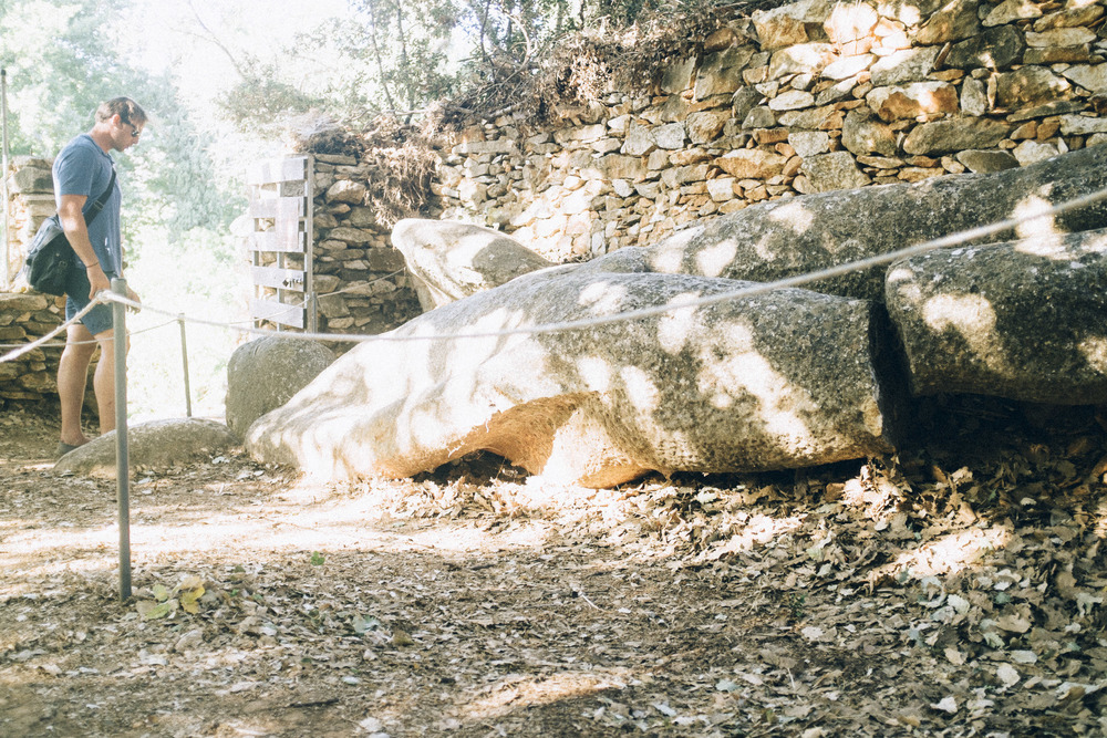 Photographer with a Lost Kouros
