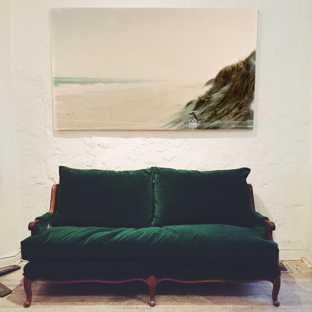 Exceptionnel ANTIQUE EMERALD GREEN VELVET SOFA