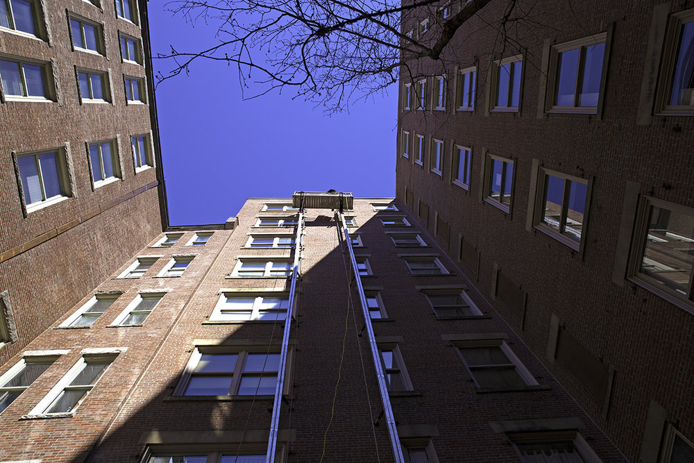 WEB-courtyard-looking-up-lincoln-plaza.jpg