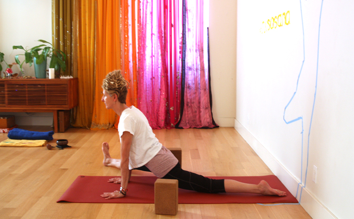 Hanumanasana a-skew (leg at 45 degrees)