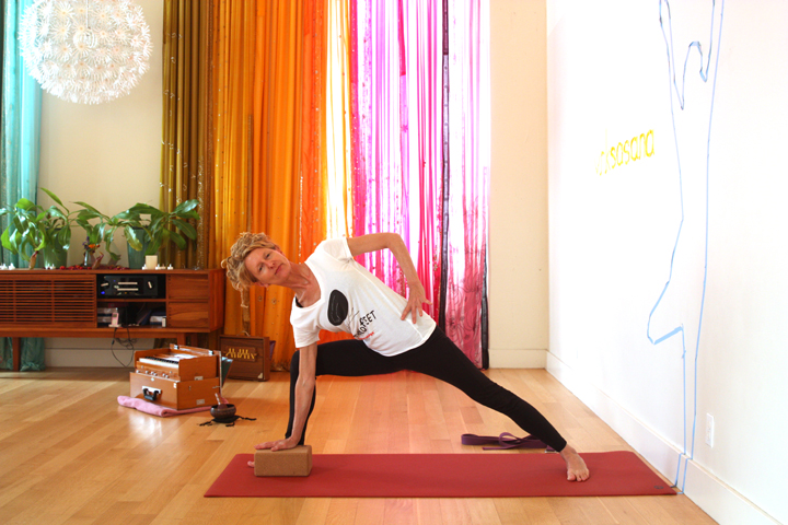 Utthita Parsvakonasana with hand on hip