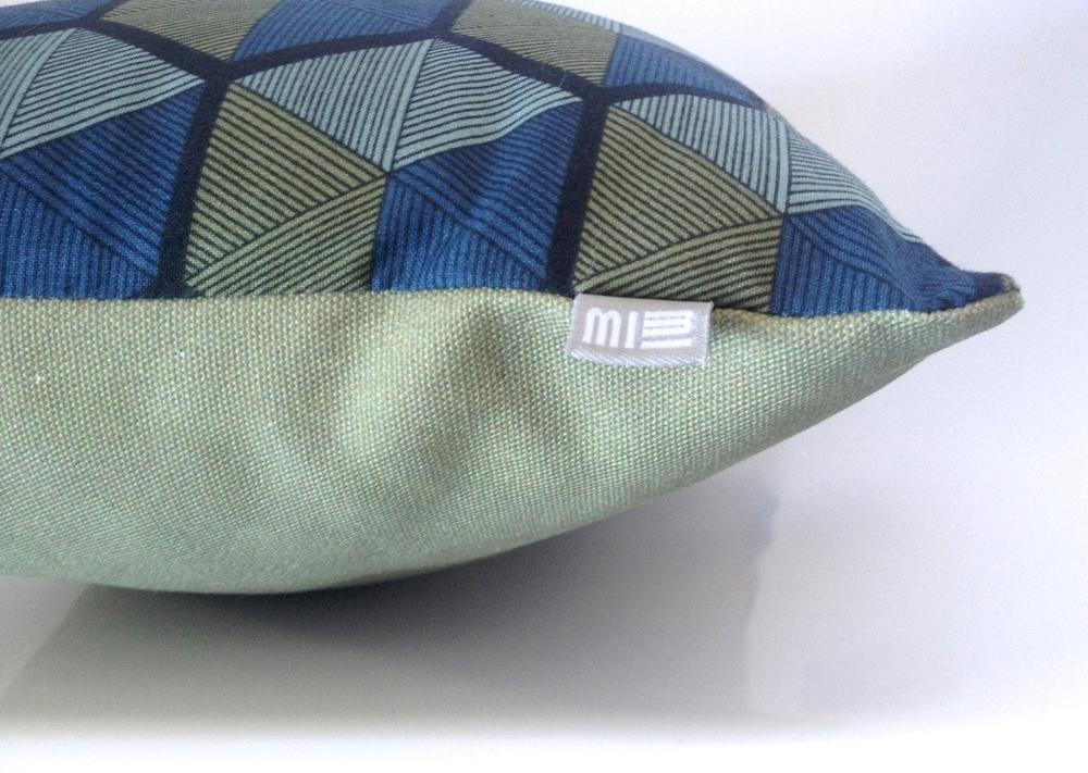 Stof Voor Kussens : Design kussen met stof uit kessel lo stof van dries van noten