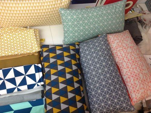 Stoffen Voor Kussens : Oker blauwe grijze 3hoekjes kussen met stof uit: kopenhagen in