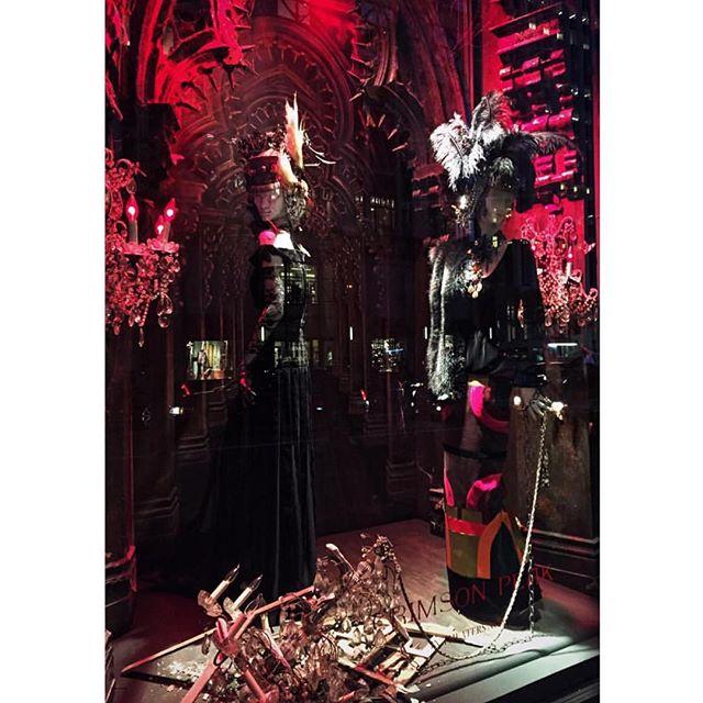Major #mannequinmonday Inspiration coming from @bergdorfs #CrimsonPeak window displays! #bgwindows #125YearsOn5thAve