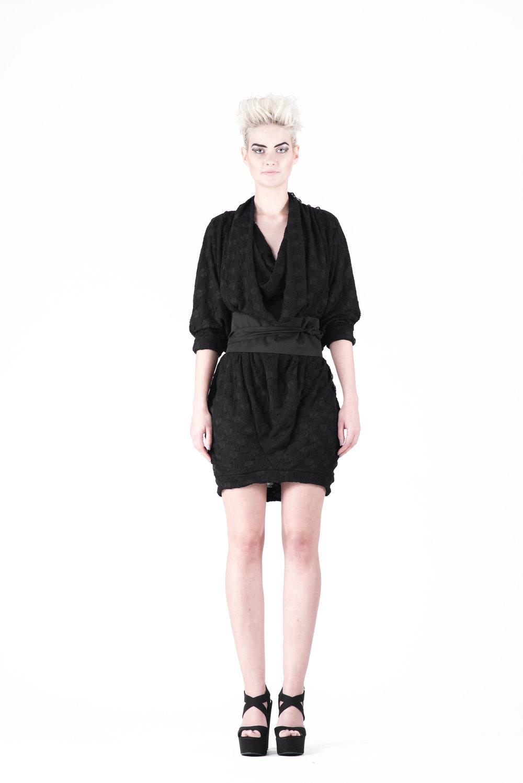 zaramia-ava-zaramiaava-leeds-fashion-designer-ethical-sustainable-tailored-minimalist-aya-aoi-black-dress-belt-dress-versatile-texture-obi-drape-cowl-styling-womenswear-models-photoshoot-78