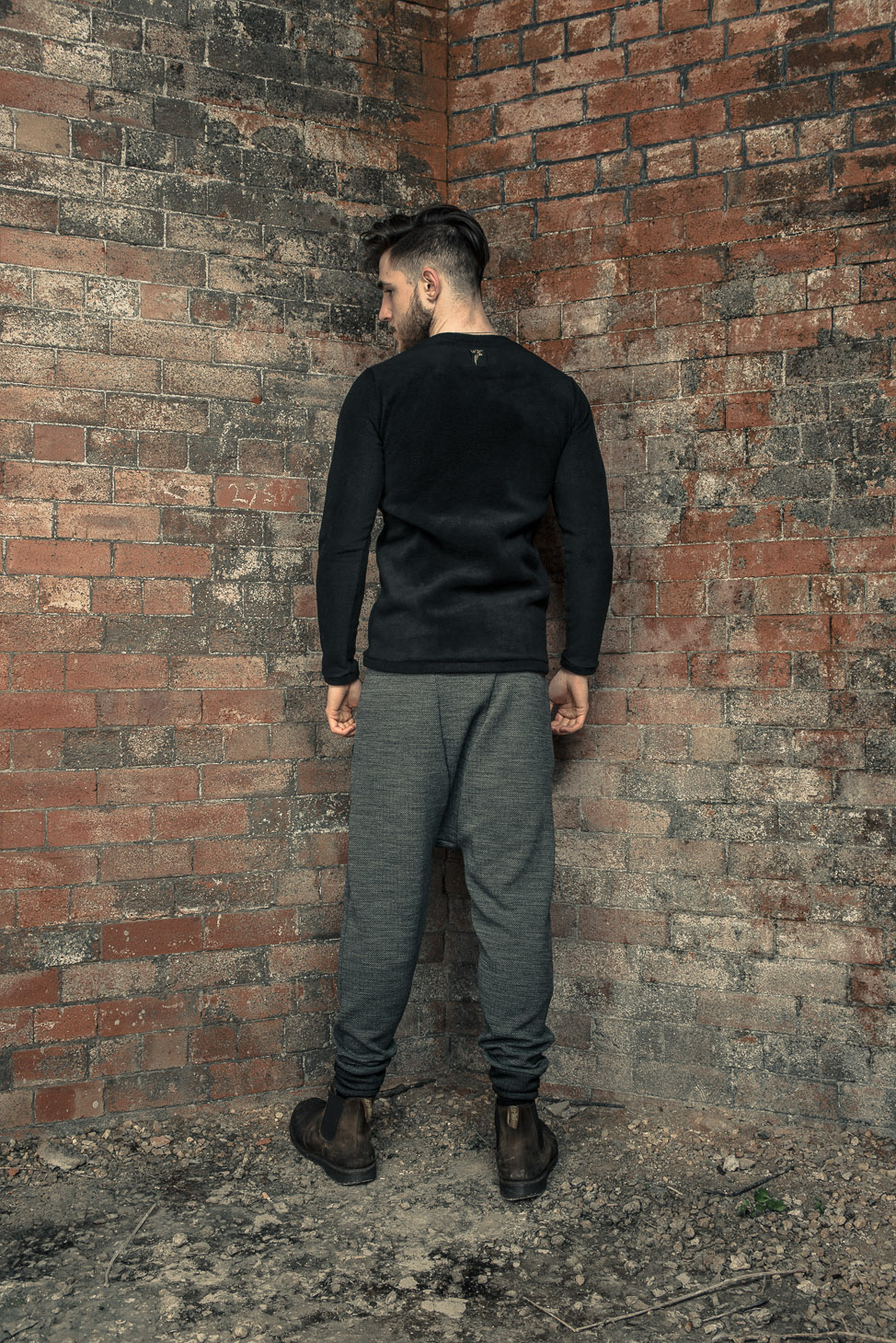 zaramia-ava-zaramiaava-leeds-fashion-designer-ethical-sustainable-tailored-minimalist-fitted-versatile-drape-kobe-grey-tshirt-top-hareem-trousers-black-grey-texture-styling-menswear-model-27