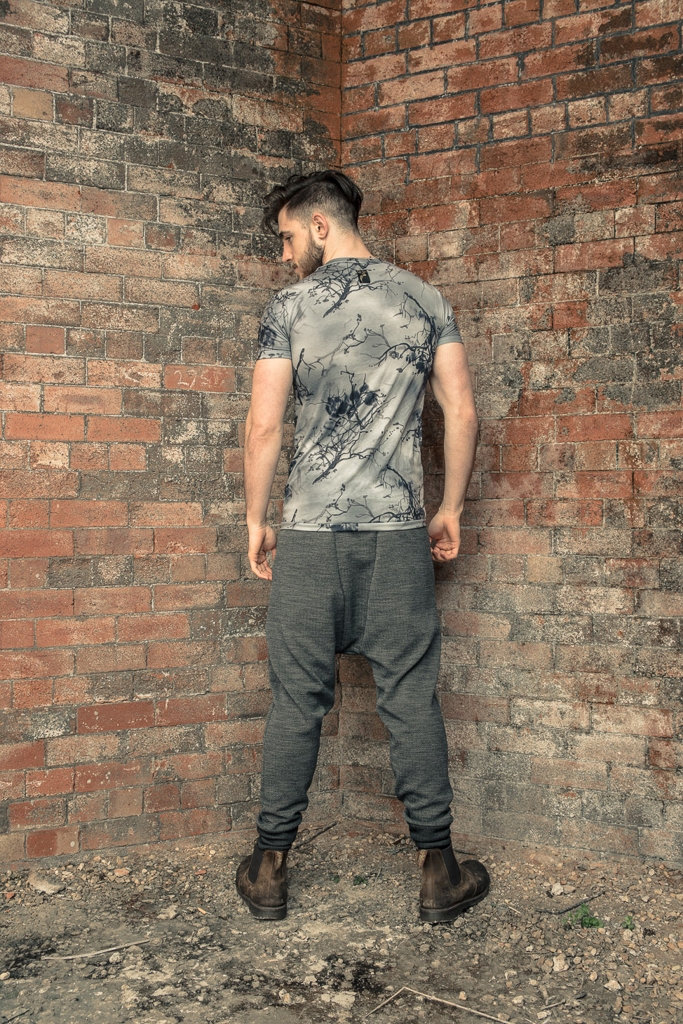 zaramia-ava-zaramiaava-leeds-fashion-designer-ethical-sustainable-tailored-minimalist-fitted-versatile-drape-koji-grey-tshirt-top-hareem-trousers-black-grey-texture-styling-menswear-model-22