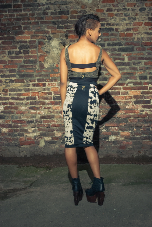 zaramia-ava-zaramiaava-leeds-fashion-designer-ethical-sustainable-tailored-minimalist-versatile-drape-bodysuit-bandeau-skirt-midi-panels-print-belt-styling-womenswear-model-photoshoot--57