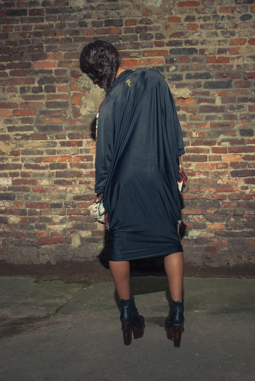 zaramia-ava-zaramiaava-leeds-fashion-designer-ethical-sustainable-tailored-minimalist-versatile-drape-wrap-dress-cowl-bodysuit-aya-midi-panels-print-belt-styling-womenswear-model-photoshoot--79
