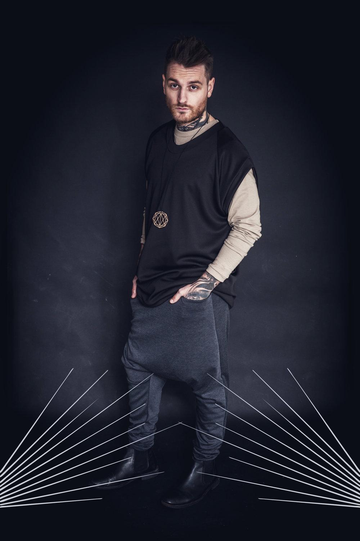 zaramia-ava-zaramiaava-leeds-fashion-designer-leedsfashiondesigner-stylist-leeds-stylist-leedsstylist-ethical-sustainable-minimalist-versatile-drape-menswear-black-beige-organic-tshirt-top-trousers-grey-ethicalfashion-sustainablefashion-11.jpg