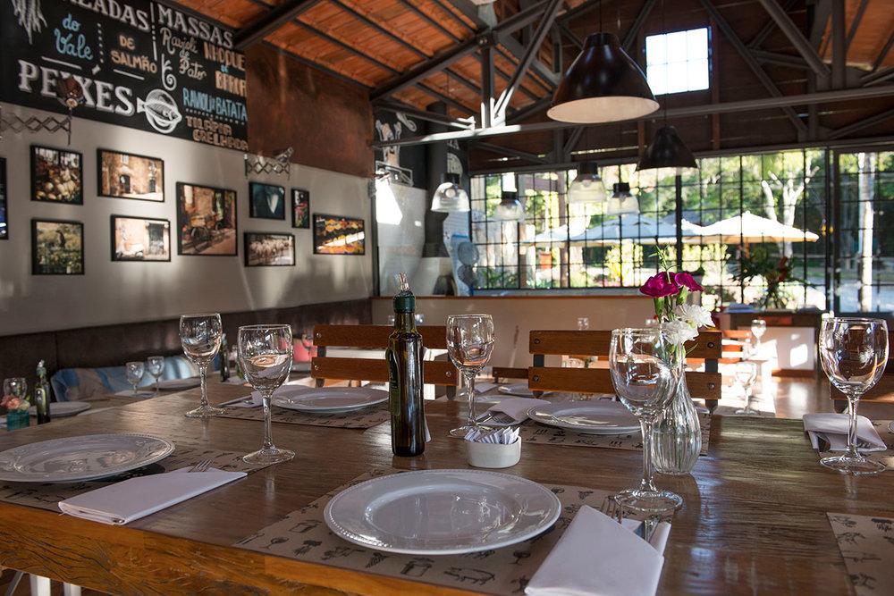 <strong>NAS VIDEIRAS</strong><br>restaurante, spa,<br>loja de decoração